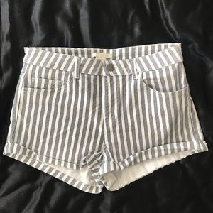 🌟New Listing🌟H&M Gray and White Stripe Shorts